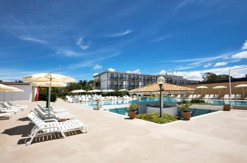 piscina-hotel-elle-athena-resort-01