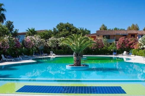blusardegna-oasianfiteatro-residence_piscina-021